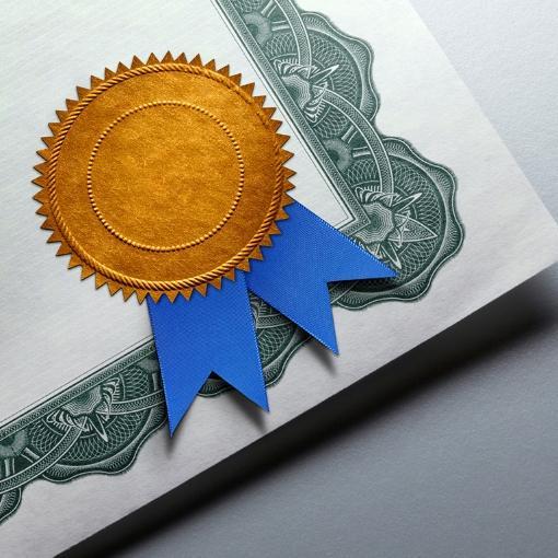 Certyfikat zwstążką